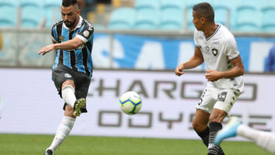 Photo of Grêmio vence Botafogo por 3 a 0 e segue perto do G-6
