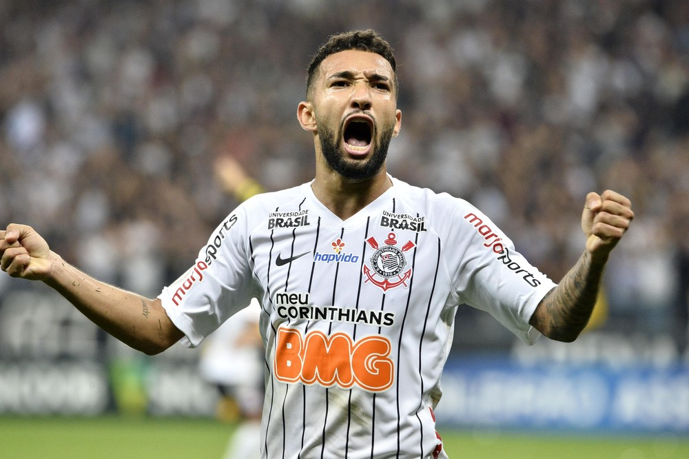 corinthians-tenta-incluir-clayson